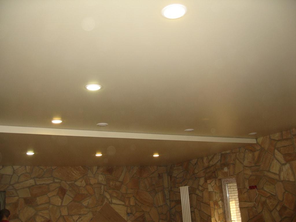 Натяжной потолок сатин от производителя Ремонтофф. Ремонт и отделка квартир под ключ.